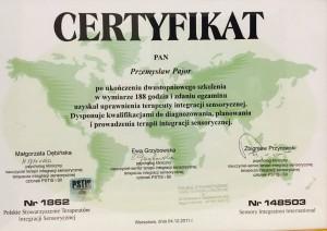 Przemysław Pajor jest certyfikowany terapeuta integracji sensorycznej. Przyjmuje w Bochni i w Starym Sącz