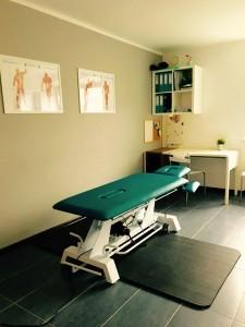 Gabinet fizjoteraputy w Bochni wyposazony w nowoczesne łóżko zabiegowe